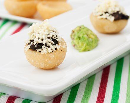 Cazuelitas Mexicanas con Frijoles Negros y Queso
