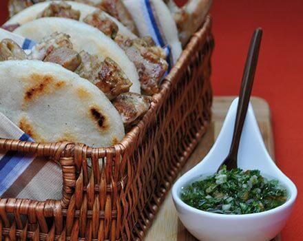 Arepa con chunchullo tostado
